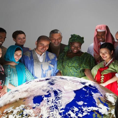 صور: الإمارات الأولى في التعايش السلمي