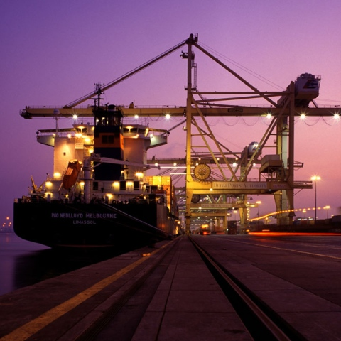 صور: الإمارات قوة صناعية