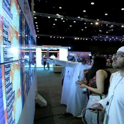 صور: الإمارات حلم الشباب العربي