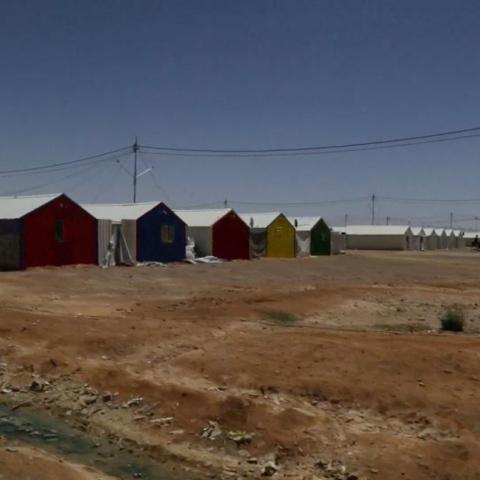 """صور: طاقة شمسيّة لـ""""مخيّم لاجئين"""""""