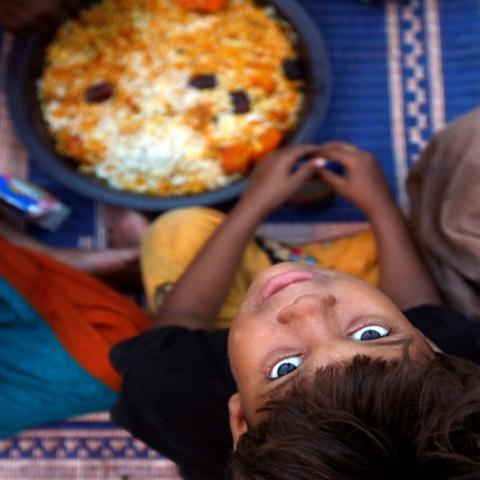صور: بماذا تتبرع في رمضان؟