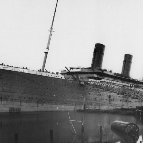 ${rs.image.photo} The Titanic Sails to Dubai