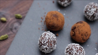 Healthy and Smart... Date Balls