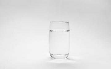 ماذا في كوب الماء؟