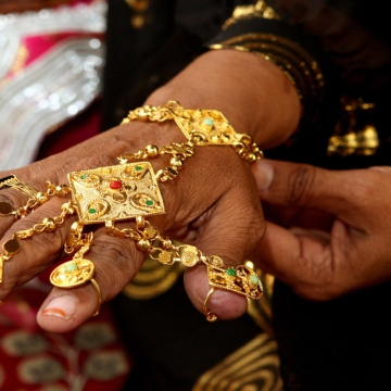 Photo: Traditional jewelry makes a comeback
