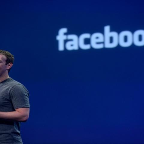 """صور: ملياران يسكنون قارة """"فيسبوك"""""""