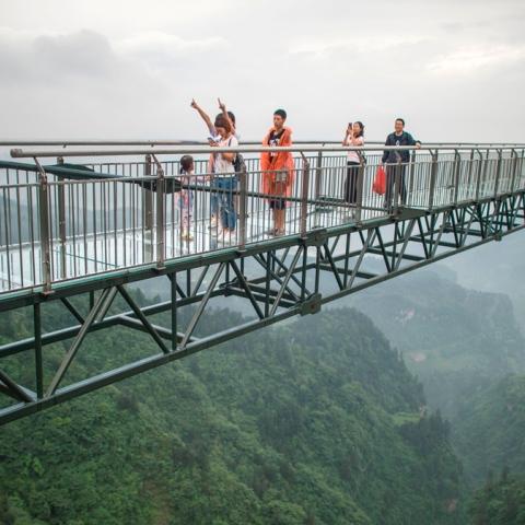 ${rs.image.photo} ممشى زجاجي في الصين