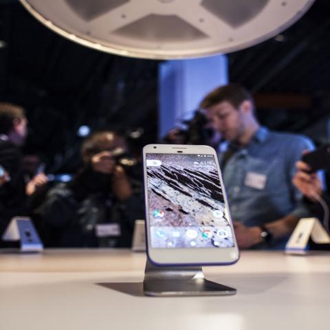 """صور: """"بيكسل 2"""".. هاتف المستقبل"""