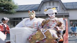 أغرب ملابس الزفاف التقليدية