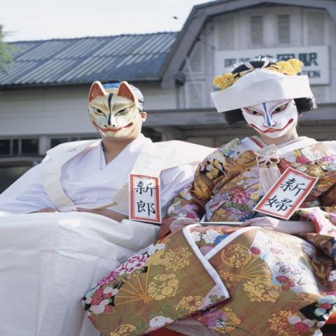 صور: أغرب ملابس الزفاف التقليدية