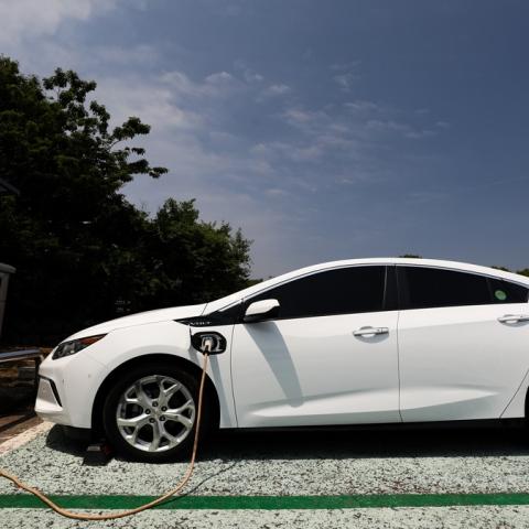 ${rs.image.photo} اقتنوا السيارات الكهربائية