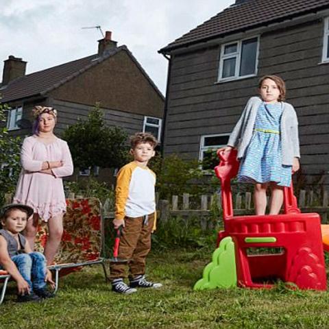 صور: هل هذه عائلة متساهلة؟
