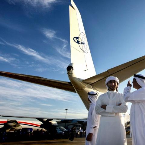 """صور: """"الطيران"""" في سماء دبي مجددًا"""
