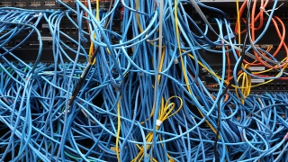 كيف يتصل الإنترنت؟
