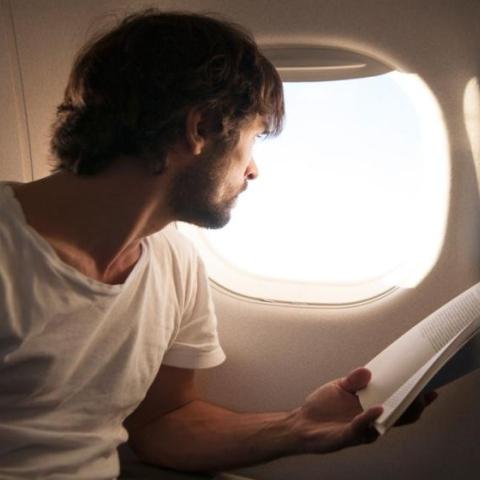 صور: ارفع غطاء نافذة الطائرة