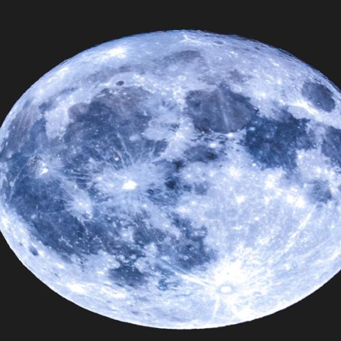 صور: القمر.. أزرق دموي عظيم
