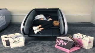 صور: الآن.. يمكنك النوم والاستراحة قليلاً في دبي مول!