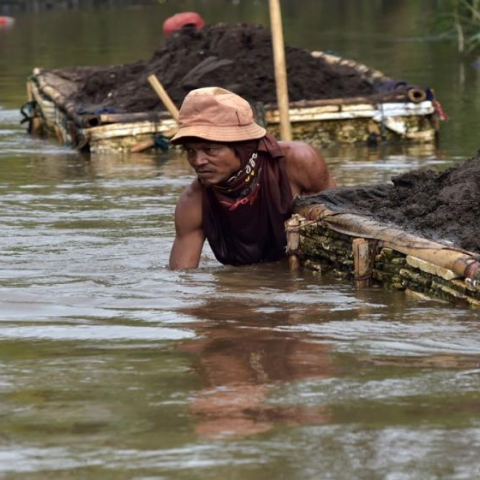 ${rs.image.photo} مهمة مستحيلة.. تنظيف أكثر الأنهار تلوثا في العالم