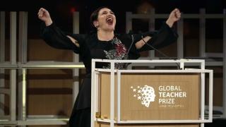 """صور: """"أندريا زافيراكو"""" أفضل معلمة في العالم 2018"""