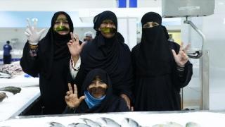 """""""بائعات السمك"""" يعُدن إلى دبي"""