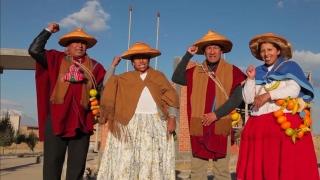 The female wrestlers of Bolivia