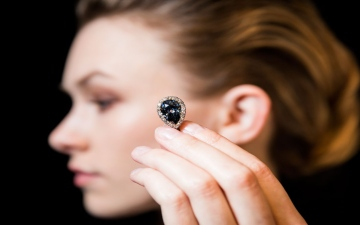 Photo: A Royal Diamond for Sale