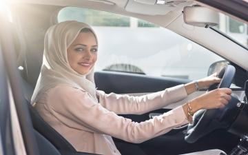 السعوديات يقدن السيارات.. لأول مرة في شوارع المملكة