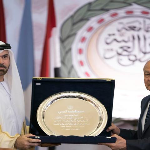 صور: جامعة الدول العربية تمنح محمد بن راشد درع العمل التنموي العربي