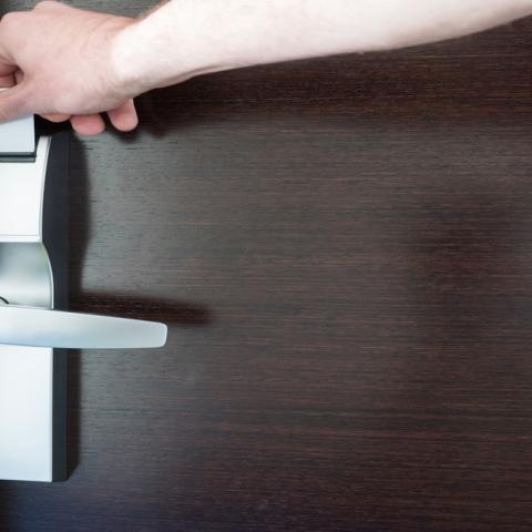 ${rs.image.photo} لإجازة سعيدة.. ما الذي عليك معرفته قبل حجز غرفتك الفندقية؟