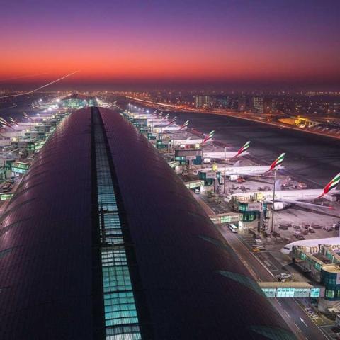 """صور: من سيكون """"المسافر المليار"""" في مطار دبي؟"""