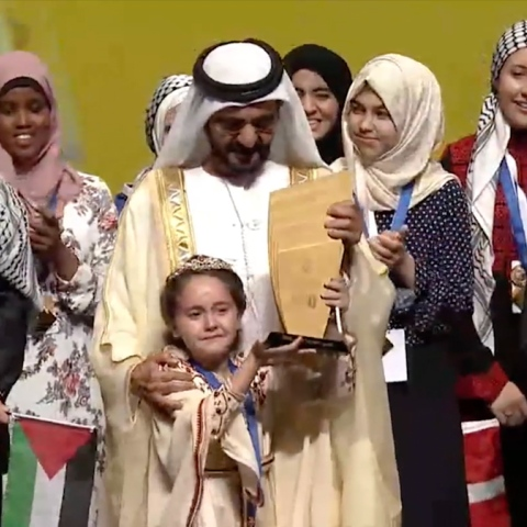 صور: الطفلة المغربية مريم لحسن أمجون بطلة أضخم تحدي عربي للقراءة