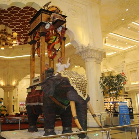 """صور: """"ساعة الفيل"""" في دبي.. عبقرية الوقت"""