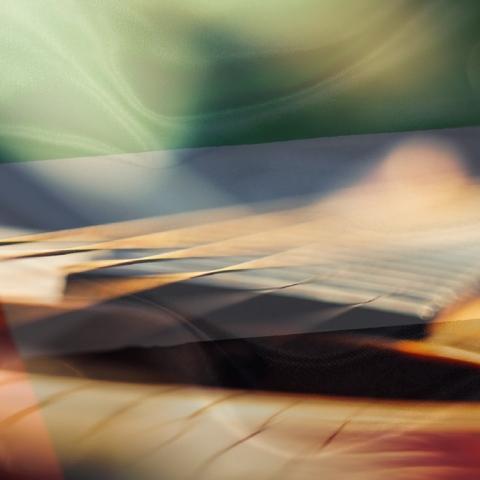 """صور: """"معًا نحن أقوى"""".. ثلاثة موسيقيين إماراتيين يعزفون ألحانًا جميلة للاحتفال باليوم الوطني الـ48 لدولة الإمارات"""