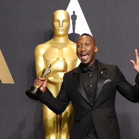 Photo: First Muslim to Win an Oscar