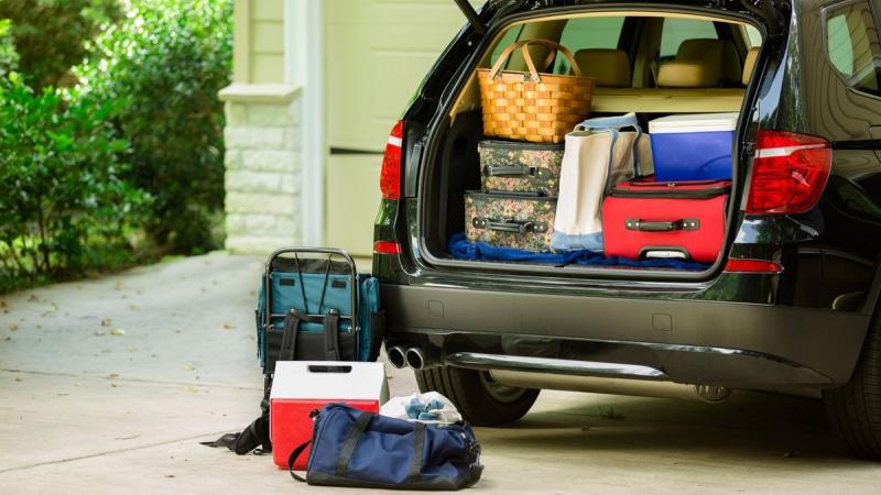صور: أشياء تجنب تركها في السيارة لوقتٍ طويل