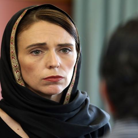 صور: رئيسة الوزراء النيوزيلندية جاسيندا آرديرن.. قائدة شابة بحنكة الكبار