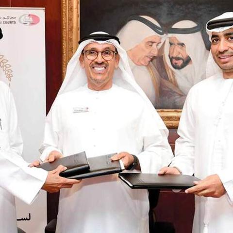 """صور: مبادرة """"ياك العون"""" تنجح في الإفراج عن 107 سجناء من المواطنين المتعثرين ماليًا في دبي"""