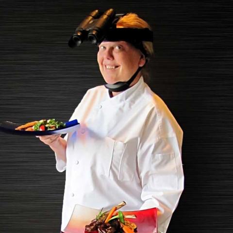 """صور: مطعم """"نوار"""" في دبي .. تجربة  فريدة لتناول الطعام في الظلام دعماً لفاقدي البصر"""