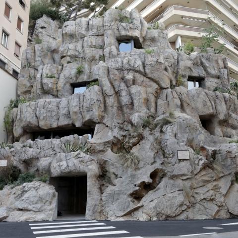 """صور: فيلا """"صديقة للبيئة"""" بداخل صخرة في موناكو الفرنسية"""