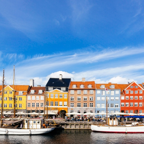 ${rs.image.photo} أشهر المدن النابضة بالألوان في العالم