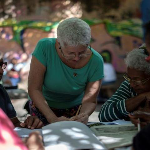 """صور: مبادرة """"تبنّ تلميذًا"""" لمحو الأميّة في شوارع """"ريو دي جينيرو"""" البرازيلية"""