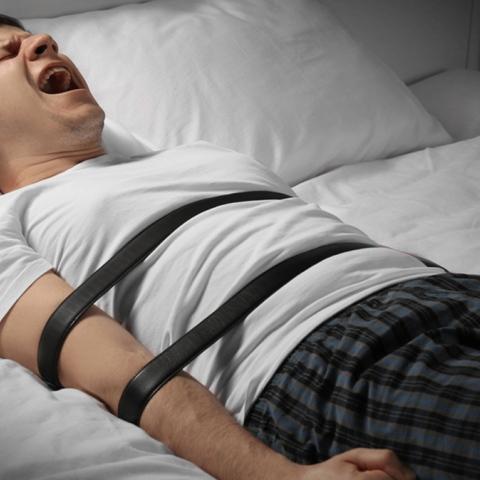 """صور: ما هو """"شلل النوم"""" وكيف يُمكن تجنبه؟"""