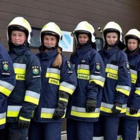 صور: فريق إطفاء من الفتيات فقط