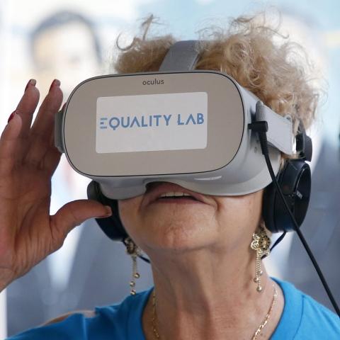 """صور: مبادرة """"VR Genie"""" لعلاج المسنين بالواقع الافتراضي"""