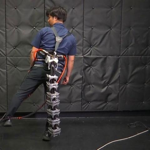 صور: ذيل آلي يساعد المسنين على حفظ توازنهم أثناء السير