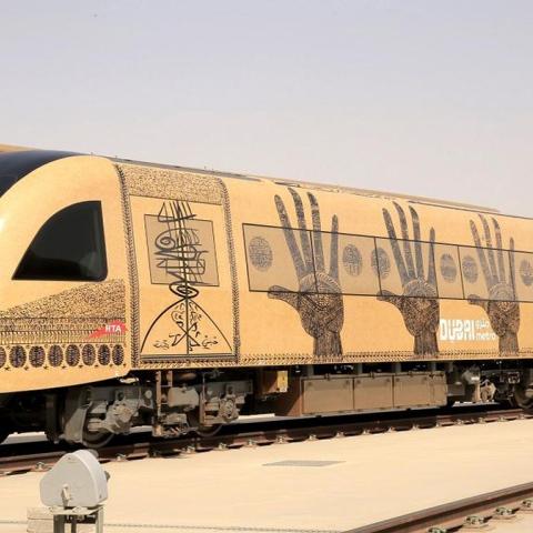 صور: مترو دبي.. معرض فني متميز