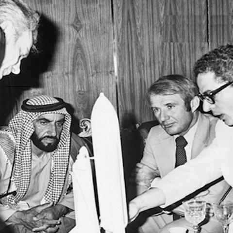 """صور: حلم الوالد المؤسس الشيخ زايد بـ""""الوصول إلى الفضاء"""" يتحقق اليوم"""