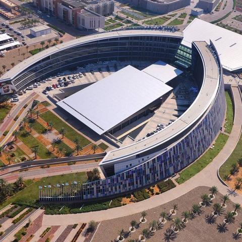 صور: جامعة الإمارات 43 عاماً في بناء نهضة الوطن