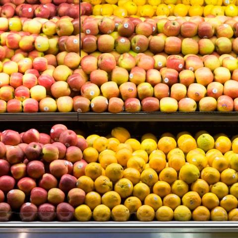 صور: ماذا تعني الأرقام التي يتم وضعها على مُلصقات الفواكه والخضروات؟