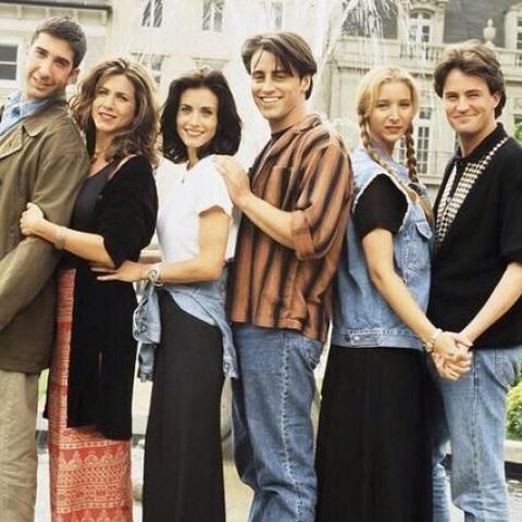 صور: أبطال مسلسل Friends بين الماضي والحاضر